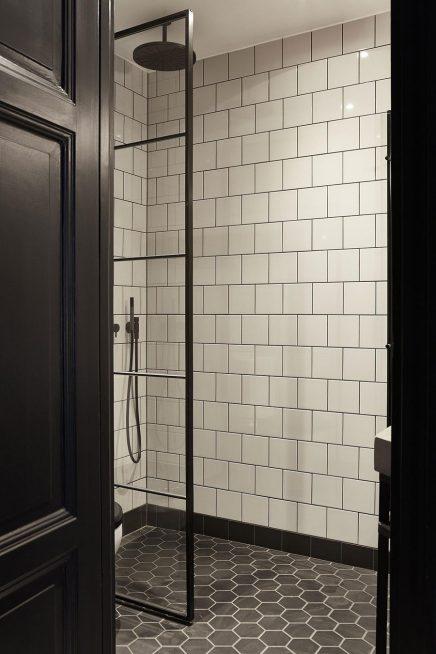 kleines k hles schwarzweiss badezimmer wohnideen einrichten. Black Bedroom Furniture Sets. Home Design Ideas
