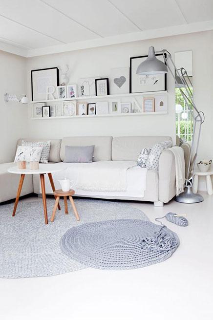 Kleines Wohnzimmer im skandinavischen Stil
