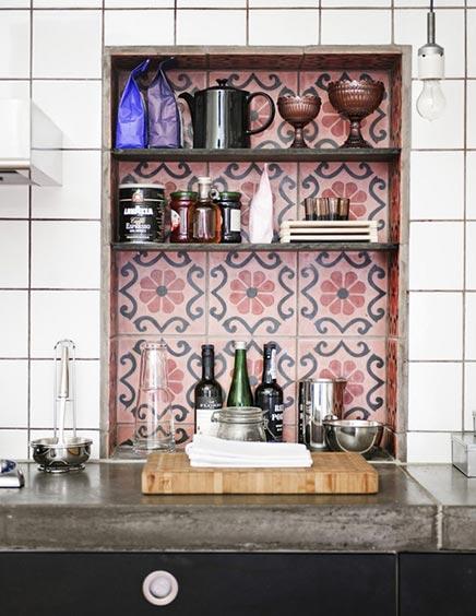 Küche mit Bucht von marokkanischen Fliesen