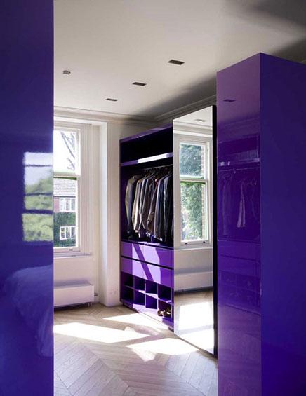 lila-begehbarer-kleiderschrank
