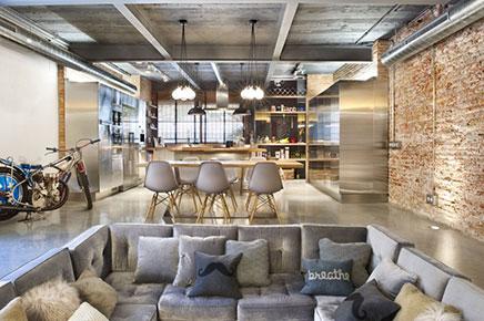 loft-wohnzimmer-harten-offener-kuche