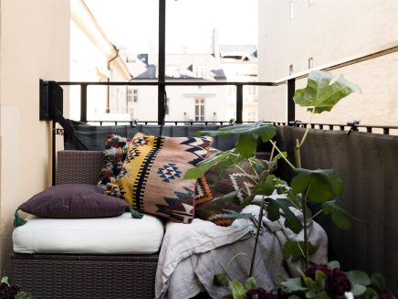 Lounging auf einem kleinen balkon wohnideen einrichten