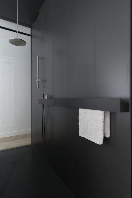 luxus-kombination-aus-begehbaren-kleiderschrank-und-bad-von-studio-niels-1