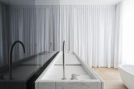 luxus-kombination-aus-begehbaren-kleiderschrank-und-bad-von-studio-niels-11