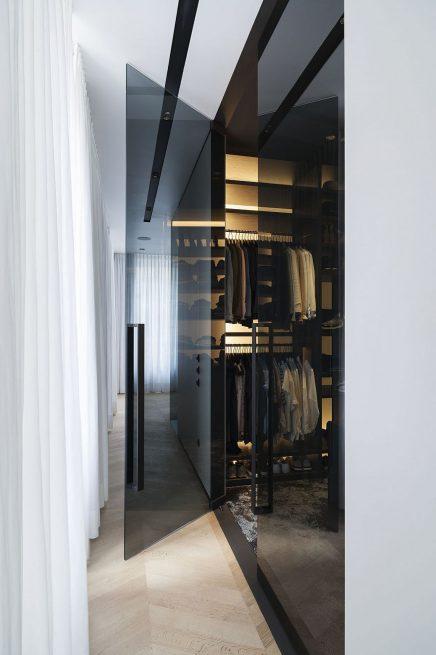 luxus-kombination-aus-begehbaren-kleiderschrank-und-bad-von-studio-niels-7