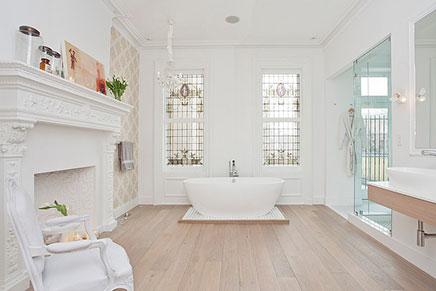 Moderne Badezimmer mit Glasmalerei