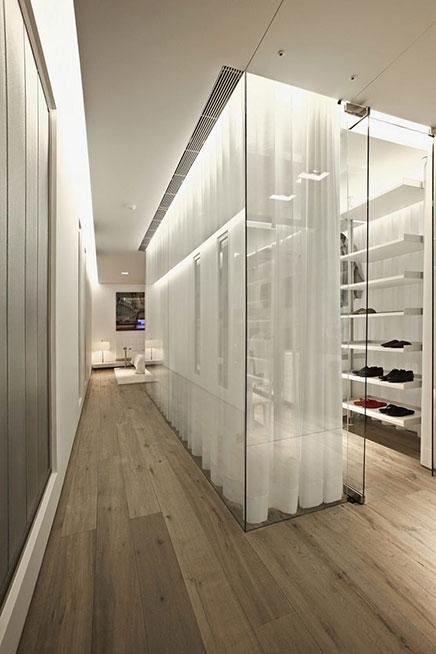 Moderne begehbaren Kleiderschrank von Glas