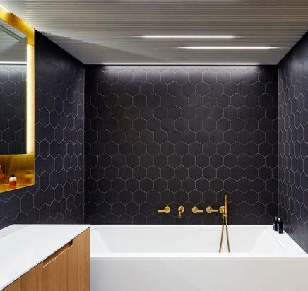 Moderne schicke Badezimmer mit Einer praktischen Gerät ...