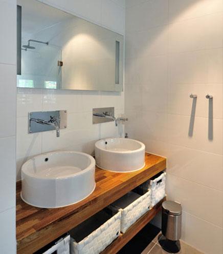 Modernes Badezimmer mit praktischen Grundriss
