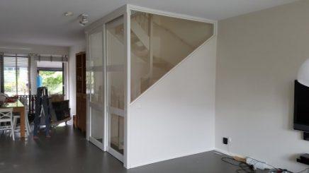 offene-treppe-mit-geschlossener-tur-1