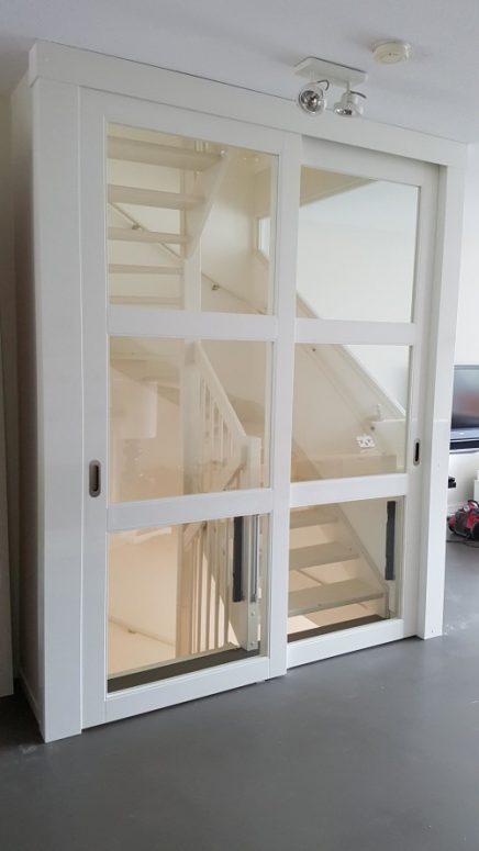 Offene Treppe mit geschlossener Tür  Wohnideen einrichten