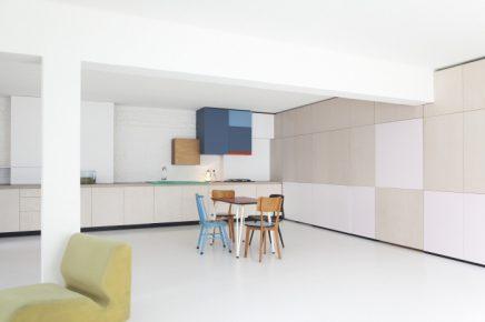 perfekte-kombination-aus-wohnzimmer-arbeitsbereich-und-kuche (2)