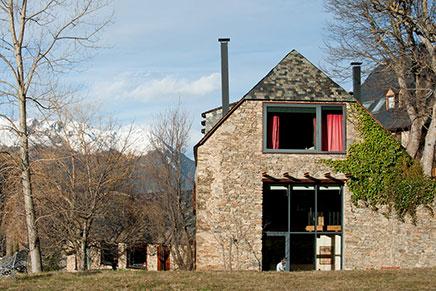 Rustikale Wohnzimmer eines renovierten Bauernhauses