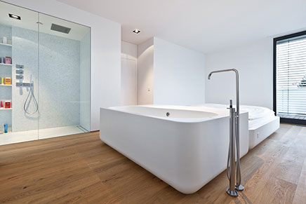 schlafzimmer badezimmer kombination in modernen wohnung wohnideen einrichten. Black Bedroom Furniture Sets. Home Design Ideas
