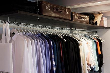 Schlafzimmer mit begehbarem Kleiderschrank