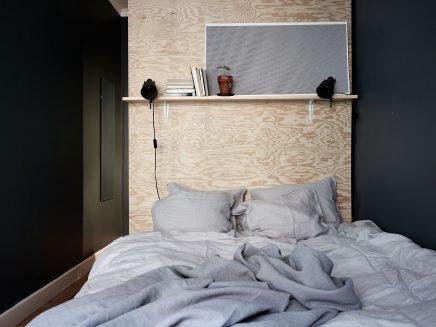 schlafzimmer-blauen-wanden-underlayment-begehbarer-kleiderschrank (4)