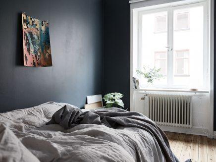 schlafzimmer-blauen-wanden-underlayment-begehbarer-kleiderschrank (8)