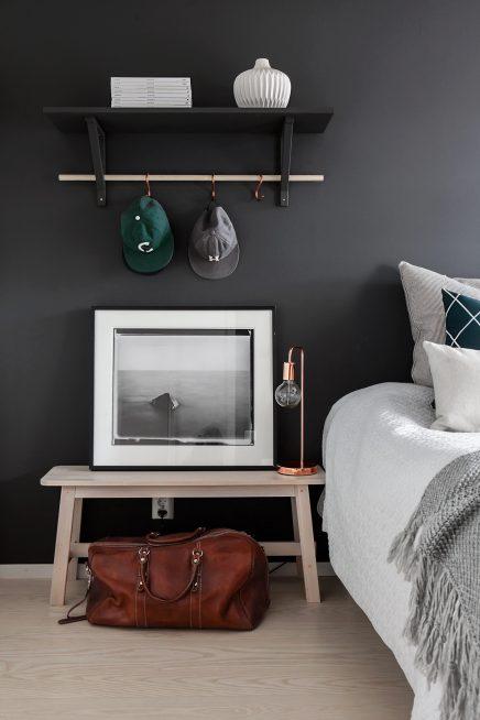 schlafzimmer-mit-schwarzen-wanden-3