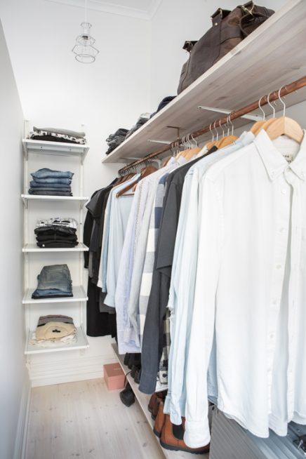 schmale-diy-bedehbarer-kleiderschrank-im-schlafzimmer (3)