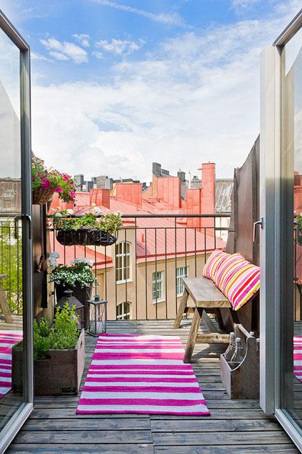 Schmale tiefe Balkon in Schweden