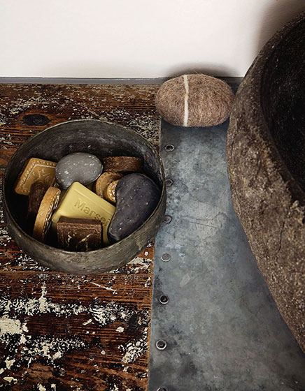 schmalle-badezimmer-naturlicher-atmosphare (2)