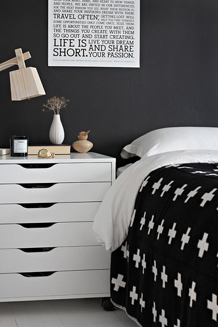 sch ne nachttische wohnideen einrichten. Black Bedroom Furniture Sets. Home Design Ideas