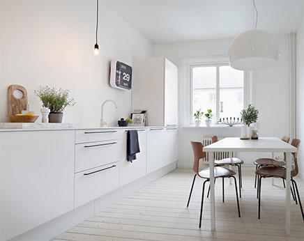 Schöne weiße Küche