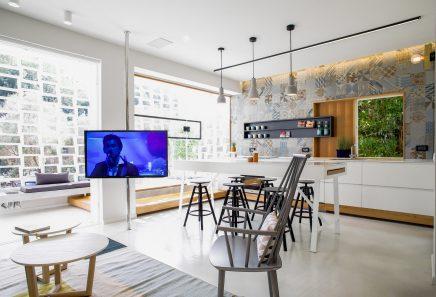Es Ist Eine Wohnung In Einem 50er Komplex In Tel Aviv. Die Inneneinrichtung  Der Wohnung Wurde Von Den Innenarchitekten Design Dori Komplett Renoviert  Und ...
