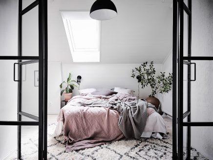 sch ner heller schlafzimmer mit arbeitsplatz wohnideen einrichten. Black Bedroom Furniture Sets. Home Design Ideas