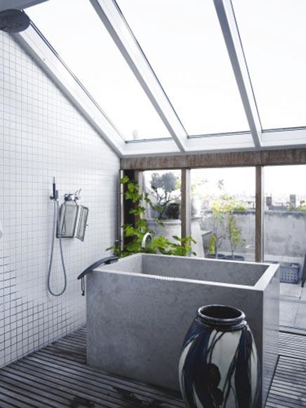 Schönes Badezimmer mit Wintergarten