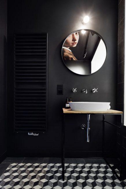 schwarz-badezimmer-beruhmten-kunstwerk-decke (1)