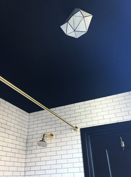schwarz-weis-badezimmer-innenarchitekt-katie-martinez (1)
