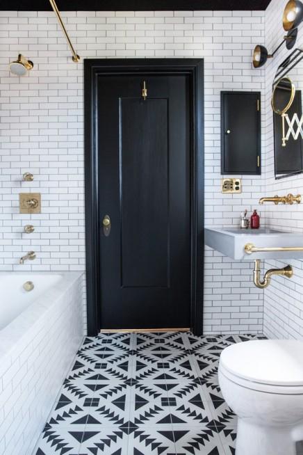 Schwarz Weiß Badezimmer durch Innenarchitekt Katie Martinez