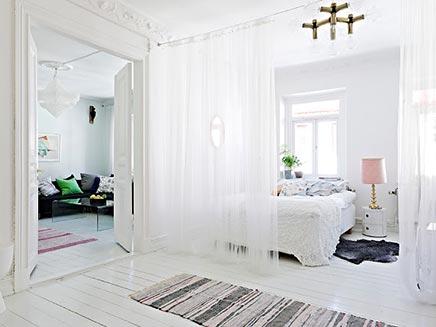 Swedish Schlafzimmer mit Trennvorhang