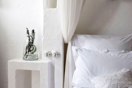slaapkamer-wit-gekalkte-muren-hotel