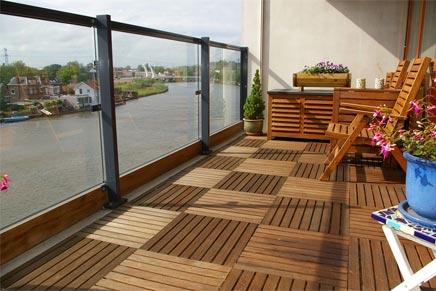 sonniger balkon auf der zaan wohnideen einrichten. Black Bedroom Furniture Sets. Home Design Ideas