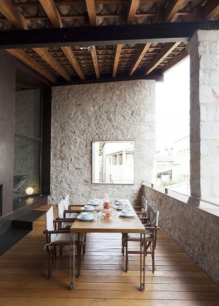 spanisch-balkon-mittelalterliches-herrenhaus