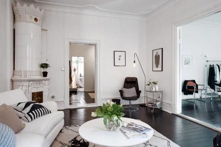 Styling in einem skandinavischen Schlafzimmer