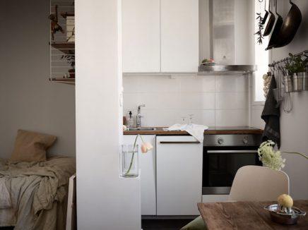 Smeg Kühlschrank Hellgrau : Verlieben sie sich in dieses kleine studio apartment von 28m2