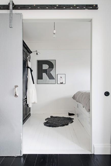 verspielt schlafzimmer mit einem ma geschneiderten bett wohnideen einrichten. Black Bedroom Furniture Sets. Home Design Ideas