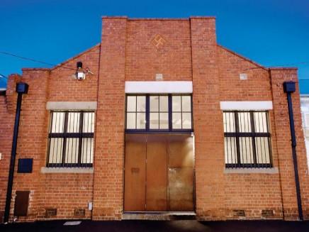 weis-badezimmer-umgebauten-lagerhaus (2)