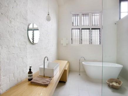 weis-badezimmer-umgebauten-lagerhaus