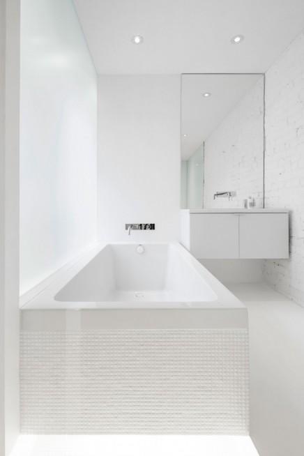 weis-badezimmer-verschiedenen-materialien (1)
