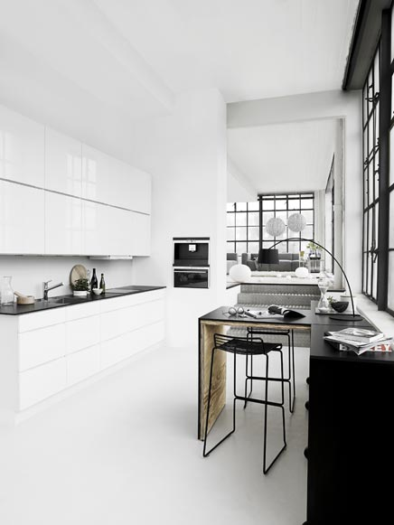 Weiß Hochglanz Küche von Kvik