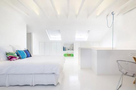 weis-schlafzimmer-badezimmer-kombination-dachgeschoss (1)