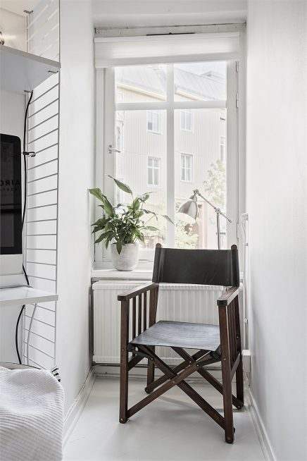 weis-schlafzimmer-mit-begehbarem-kleiderschrank-und-arbeitsplatz-4