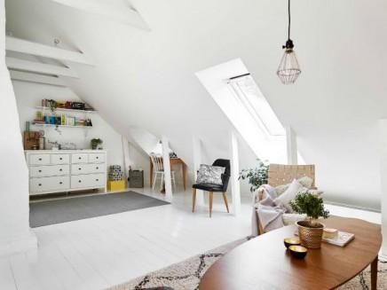 Weis Wohnzimmer Dachgeschoss (1)