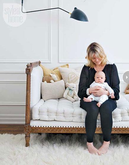 Weiße Babyzimmer für einen Jungen