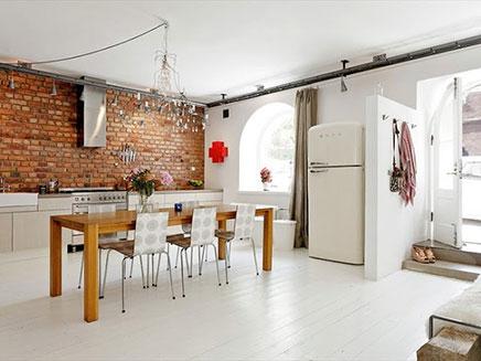 Кирпич в интерьере на кухне