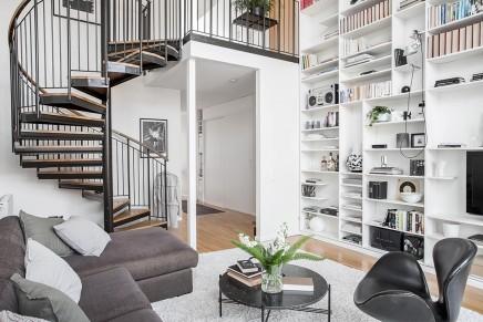 wohnzimmer-funf-meter-hohen-decke